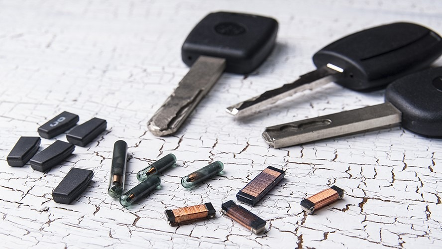 automobiliu-raktai-ir-transponderiai
